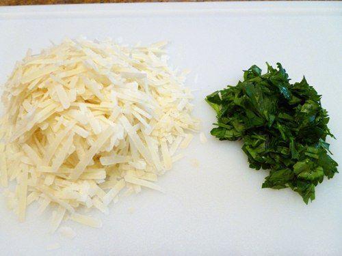 хлеба (батона) запеченного с сыром и чесноком