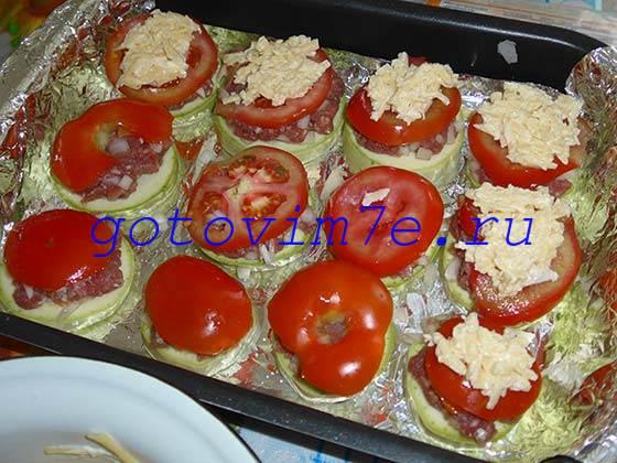 Кабачки с помидорами фаршем в духовке