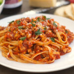 Соус Болоньезе со спагетти