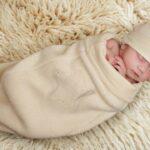 Как правильно запеленать новорожденного в пеленку?