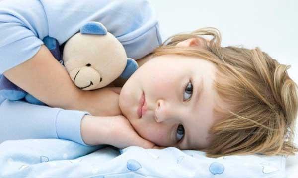 Девочка-легла-спать-ночью