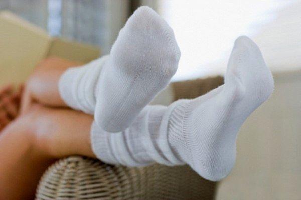 Белые носки грязные