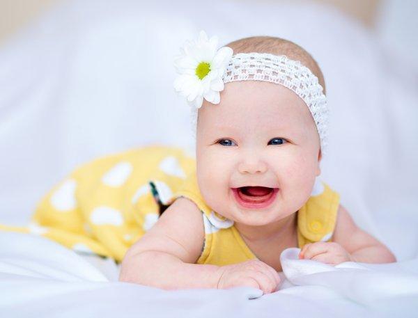когда новорожденные начинают улыбаться