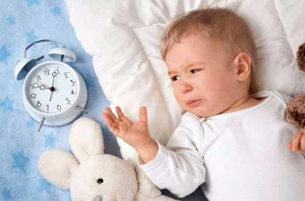 Ребенок-просыпается-ночью-и-плачет