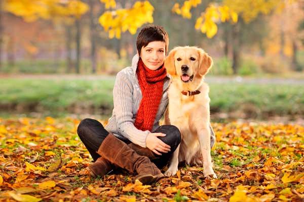 девушка-с-собакой-на-прогулке