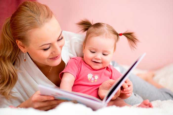 -читает-стихи-для-маленького-ребенка Стихи Агнии Барто для детей 3, 4 лет